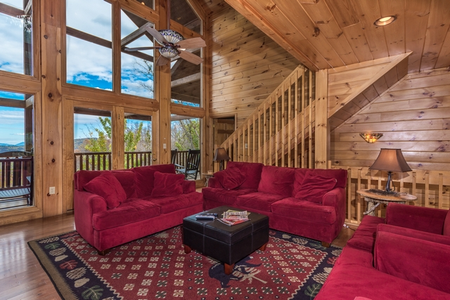 wood private in knotty mountain close gatlinburg nature wooded downtown luxury setting cabins to a cabin all located large rental by